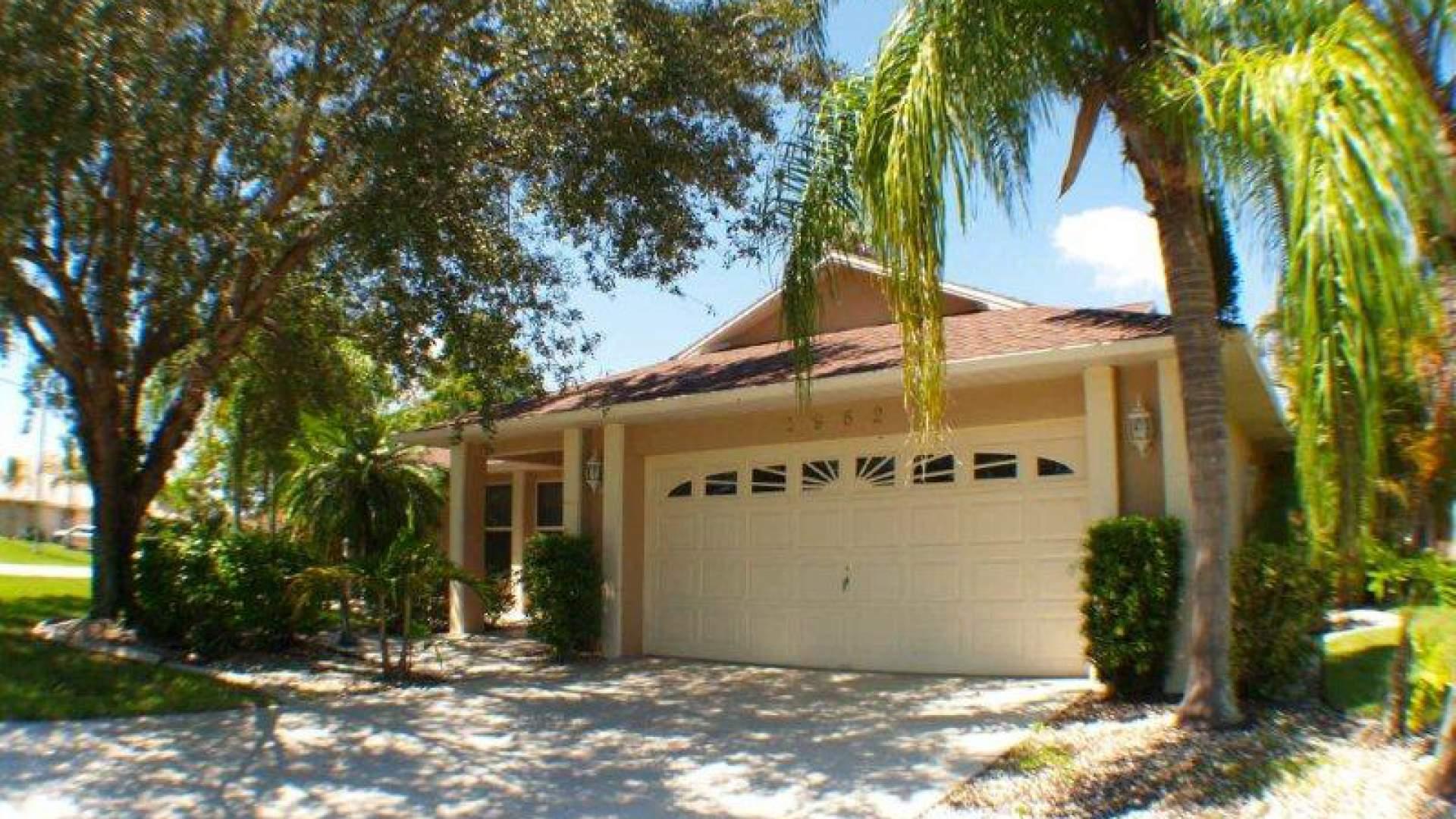 Villa Sunlight befindet sich in der schönen Four Mile Cove Nachbarschaft im Südosten von Cape Coral