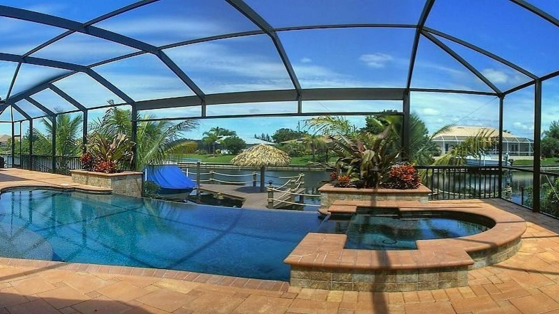 aussergewoehnliche Terrasse mit elektrisch beheizbarem Pool und Spa