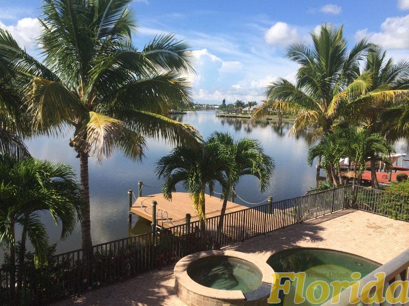 Das Haus liegt an den Eight Lakes und bietet einen malerischen Seeblick