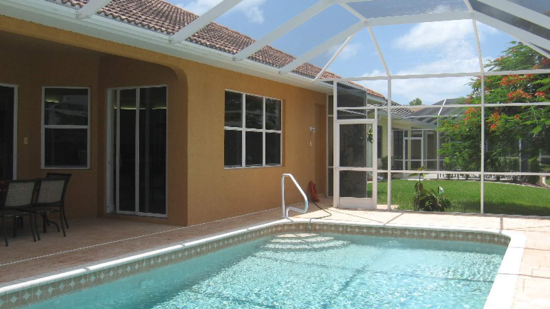 ... Der Pool Hat Eine Elektrische Heizung ...