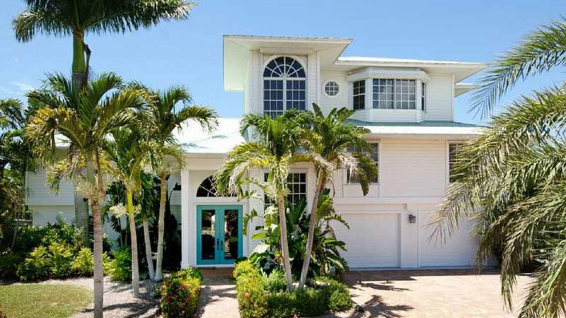 Verbringen Sie einen Traumurlaub in diesem bildschönen Haus im Key West Stil, mit Toplage an der Pelican Bay